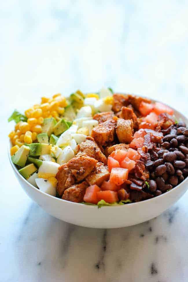 Salade Cobb au poulet BBQ
