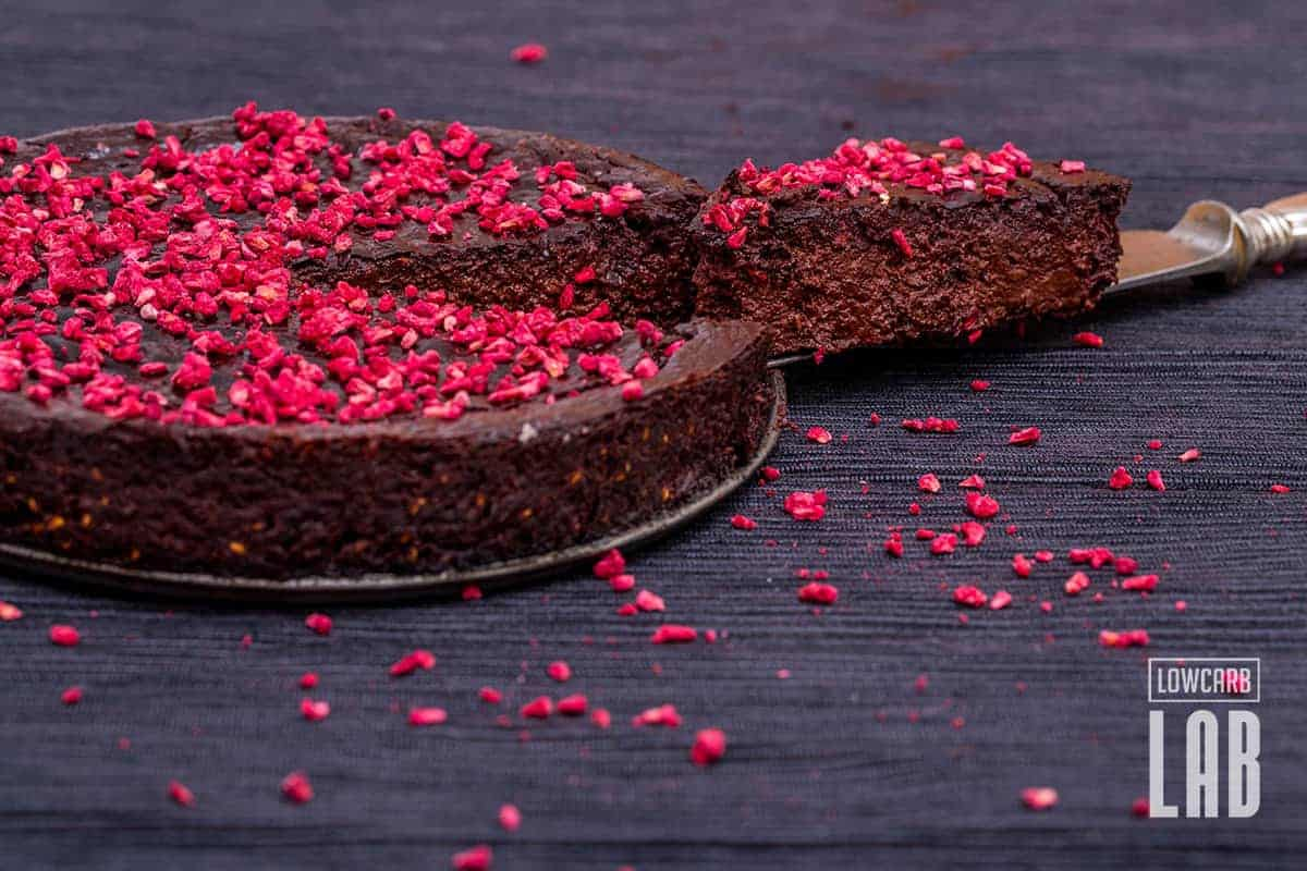Low-Carb Dark Chocolate-Raspberry Fudge Tart