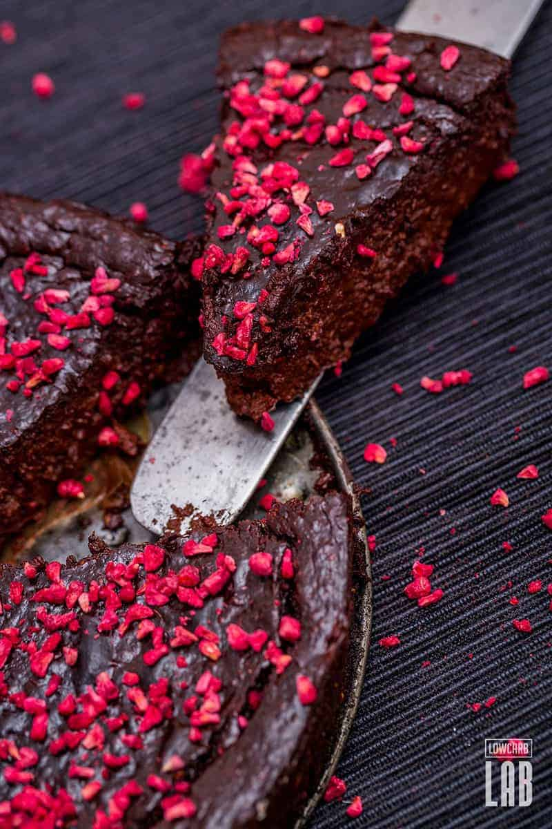 low-carb-dark-chocolate-raspberry-fudge-cake-3-lowcarblab