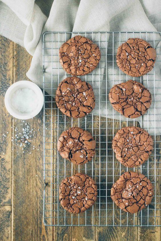 Chewy Paleo Brownie Crinkle Cookies